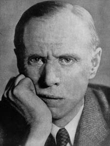 sinclair lewis new essays in criticism Lewis sinclair s babbitt - american society lewis sinclair s babbitt is anything but an ordinary character and this is evident from the fact that babbitt is now part of our general vocabulary sinclair lewis: new essays in criticism.