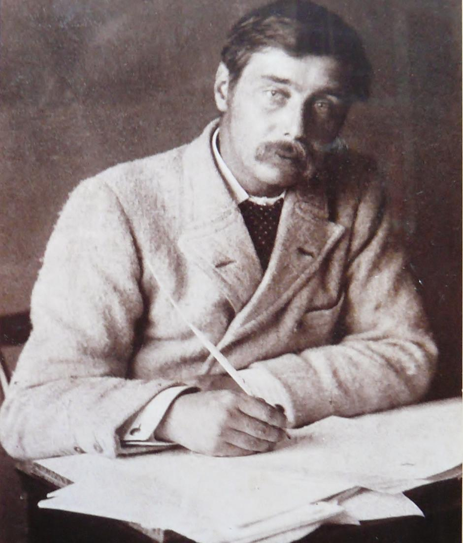 a literary analysis of the story of the war of the world by h g wells Before the first world war he said that he might write a book in the style of h g wells's a modern utopia literary critic james wood wrote that in the.