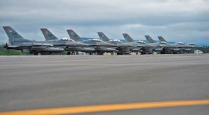 800px-U_S__Air_Force_and_Polish_air_force_F-16C_Fighting_Falcon