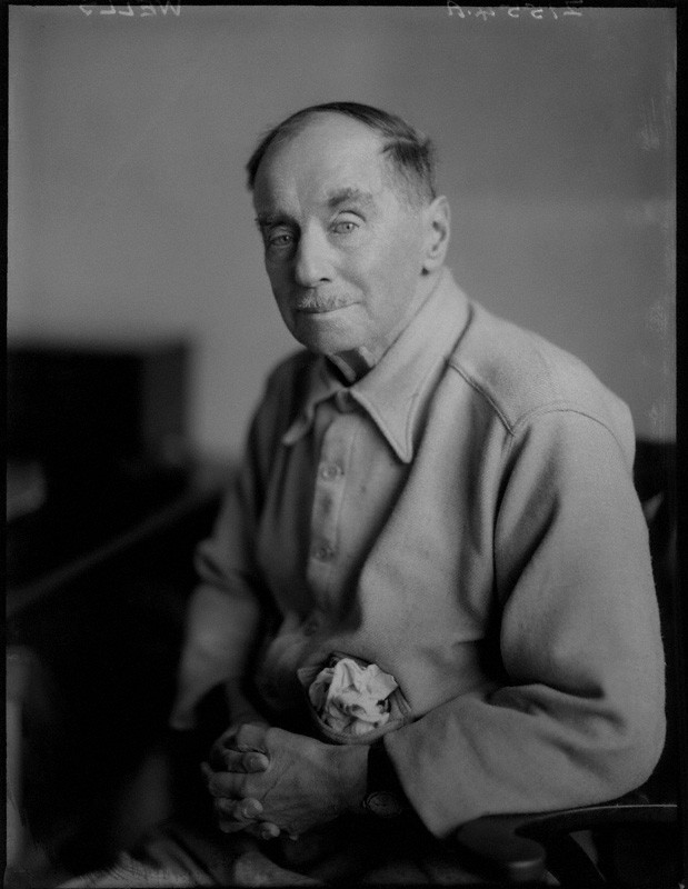 a biography of herbert george wells born in bromley kent a suburb of london H g wells wells, h g - essay  wells was born into a lower-middle-class cockney family in bromley, kent, a suburb of london he was awarded a scholarship to london university and the royal.