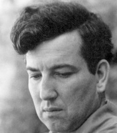 robert graves poetry essay Robert graves was perhaps the most significant inheritor of the romantic tradition in twentieth century poetry after articulating his devotion to the white goddess, he specialized in love poetry he wrote significant poetry, however, at every stage of development, sometimes dealing with.